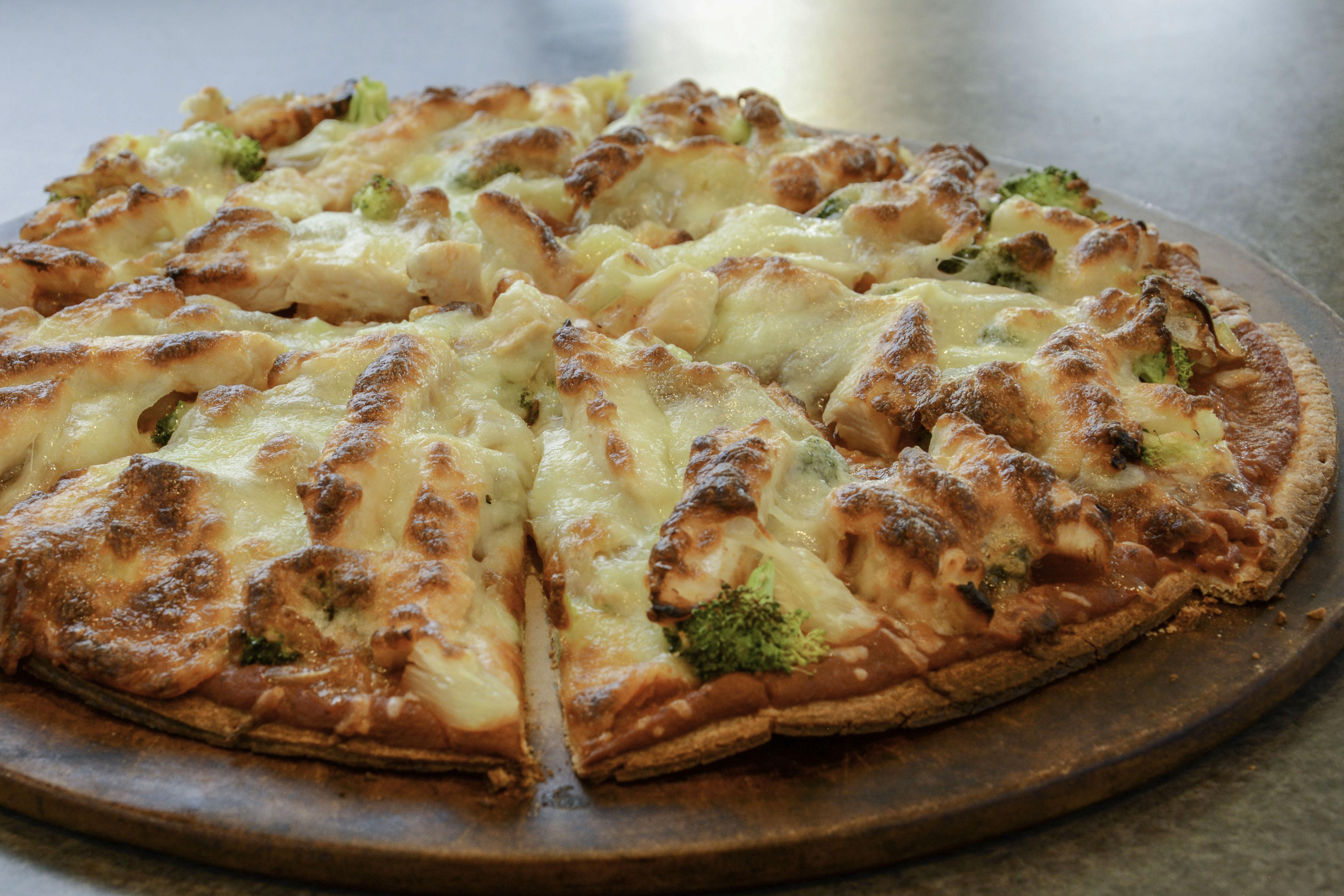 Hawaiian Chicken Caramelized Onion Pizza Gold N Plump